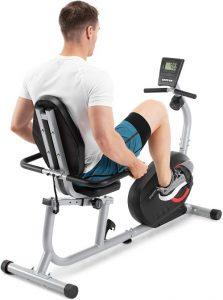 allenamento con cyclette orizzontale